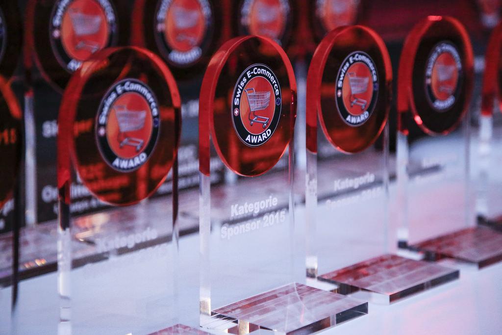 Die Trophäen warten auf ihre Gewinner - Quelle: E-Commerce Award 2015