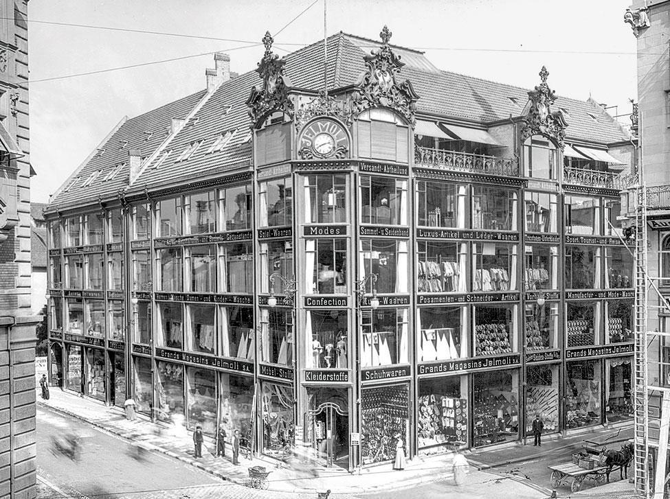 Jelmoli Warenhaus an der Bahnhofstrasse in Zürich - Schaufenster von unten bis oben - Bildquelle: Baugeschichtliches Archiv der Stadt Zürich