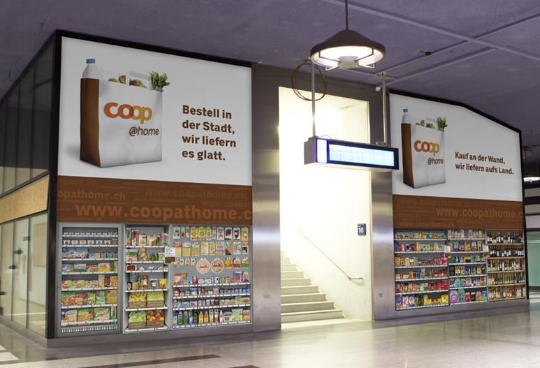 Virtueller Supermarkt von coop@home am HB Zürich