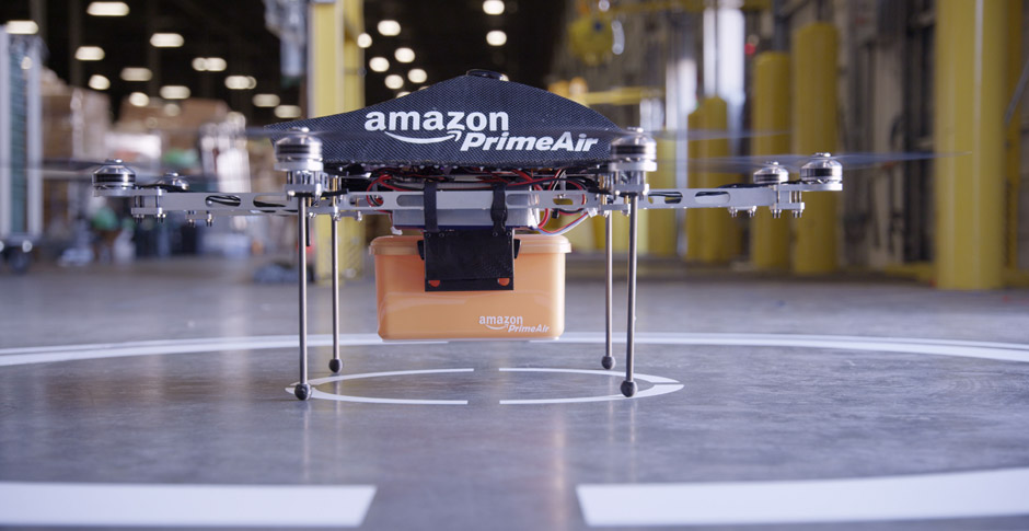 Amazon PrimeAir Drohne mit Paket