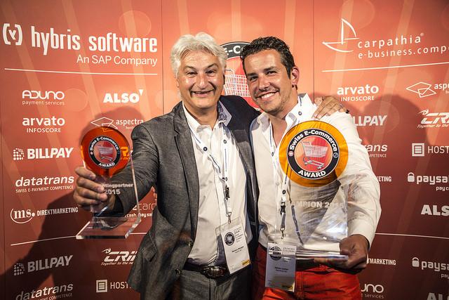 Swiss E-Commerce Champion 2015: DeinDeal AG (Markus Wenger, Presenting Partner Hybris und Adrian Locher, DeinDeal AG)
