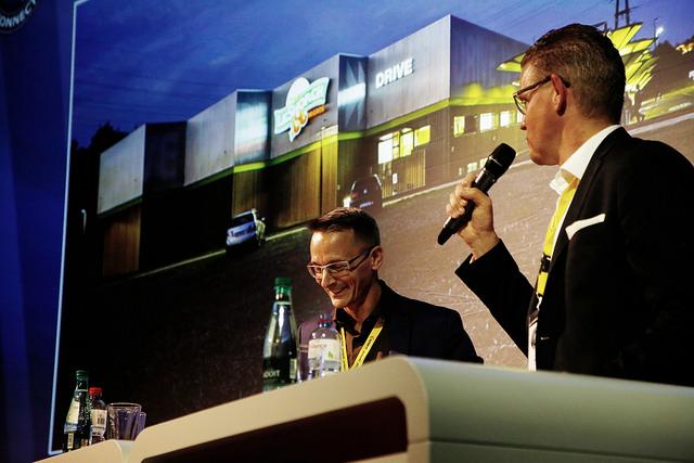 Im Gespräch an der E-Commerce Connect 2015: Philippe Huwyler (Leiter Coop@Home) und Dominique Locher (CEO LeShop)