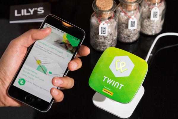 Bezahlen mit dem Smartphone am POS - Bildquelle: TWINT