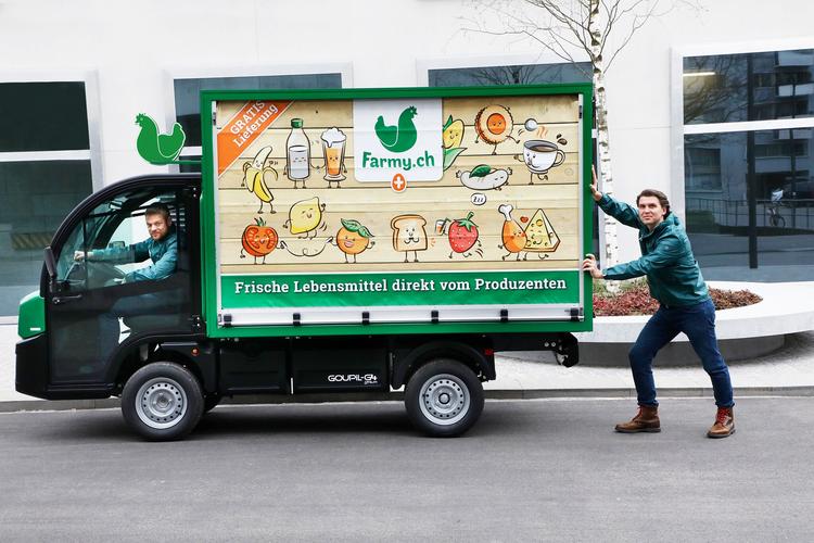 Farmy Elektrofahrzeug und die beiden Gründer Roman Hartmann und Tobias Schubert