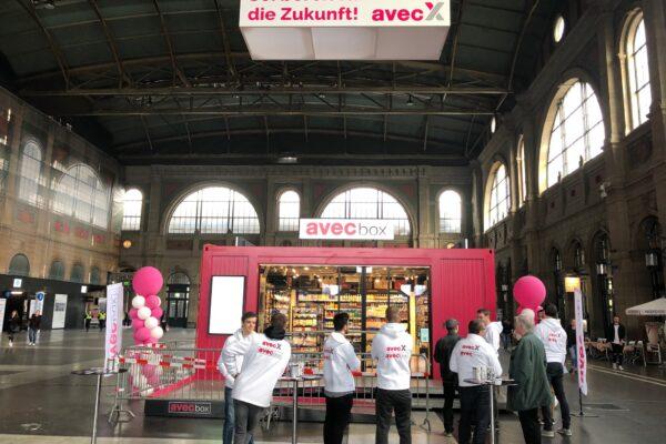 Avec Box von Valora im Testbetrieb im Hauptbahnof Zürich m it viel Erklärungsbedarf - Foto: Thomas Lang