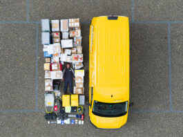 Paketzustellfahrzeug der Schweizer Post mit dem gesamten Inhalt - Beitrag zur #TetrisChallenge - Quelle: logistikpunkt.ch