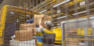 Paketbeladung von Zustellfahrzeugen / Quelle: Scheizer Post